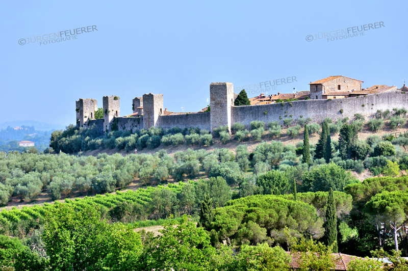 Monteriggioni with its complete town wall and watch towers of the middle ages, Tuscany, Italy, province Siena
